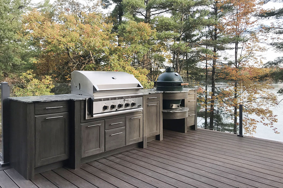 Beautiful fire kitchen set on the patio, facing the river